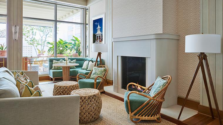 flories lounge