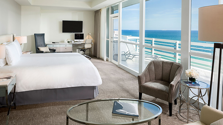 Fontainebleau Miami Beach junior suite