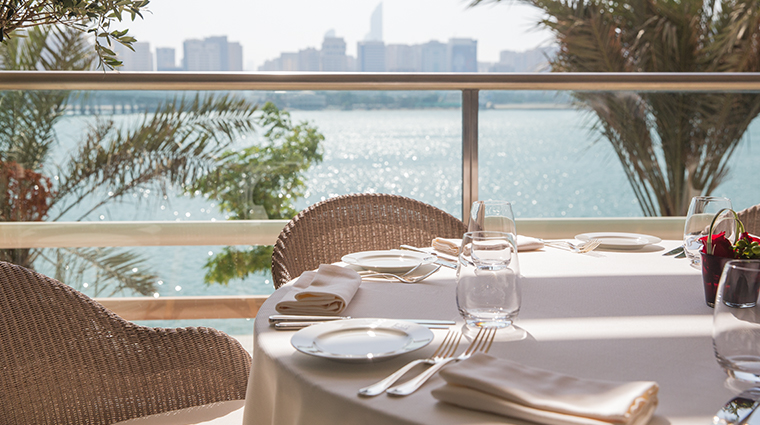 four seasons hotel abu dhabi at al maryah island Cafe Milano