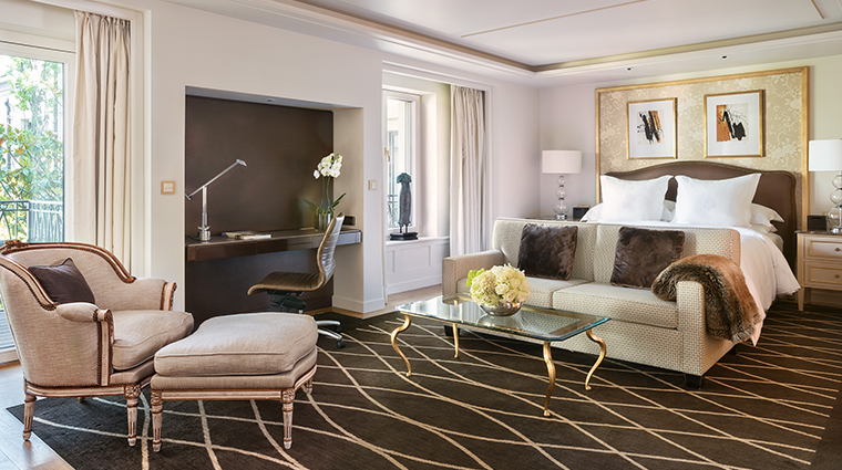 four seasons hotel des bergues geneva guestroom
