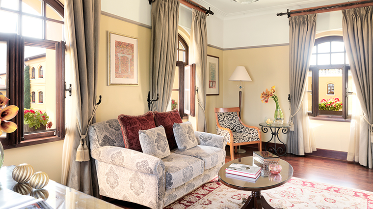 four seasons hotel istanbul at sultanahmet living room 3