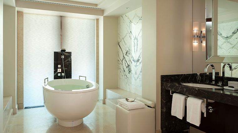 four seasons hotel moscow premier room bathroom