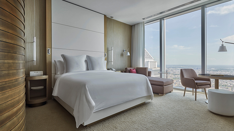 four seasons hotel philadelphia at comcast center guestroom2