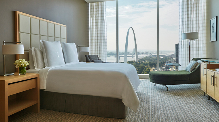 four seasons hotel st louis arch view room