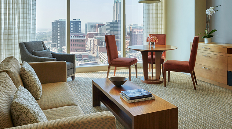 four seasons hotel st louis living room