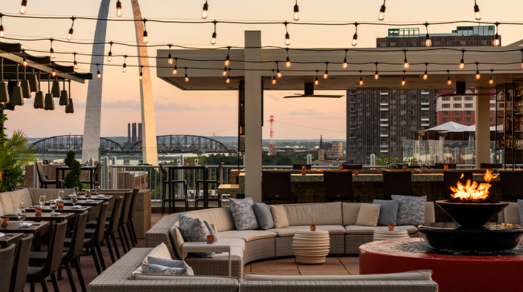 four seasons hotel st louis rooftop seating