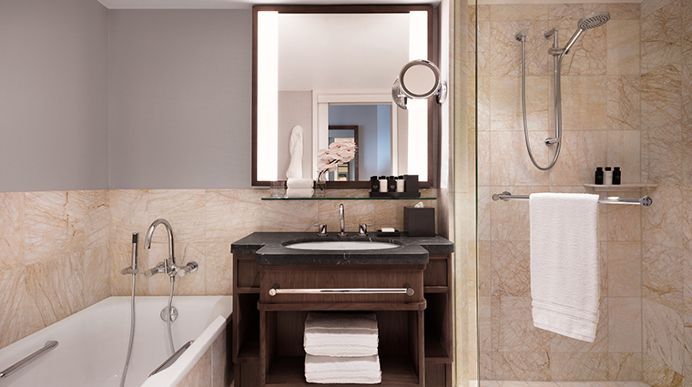 four seasons hotel sydney deluxe room