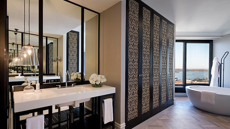 four seasons hotel sydney royal suite bathroom