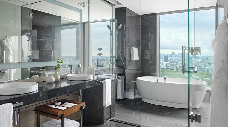 four seasons hotel tokyo at otemachi bathroom view
