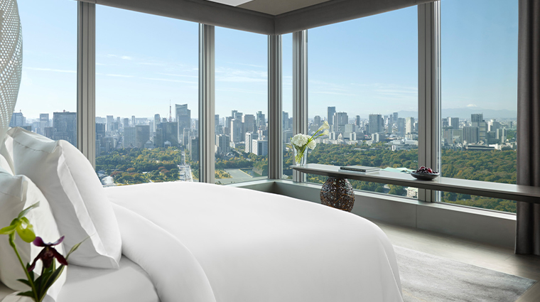 four seasons hotel tokyo at otemachi guestroom view