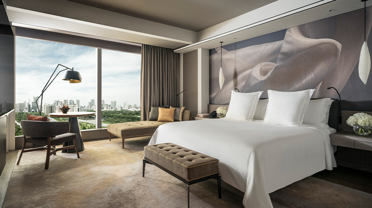 four seasons hotel tokyo at otemachi guestroom