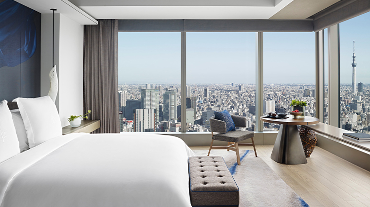 four seasons hotel tokyo at otemachi guestroom2