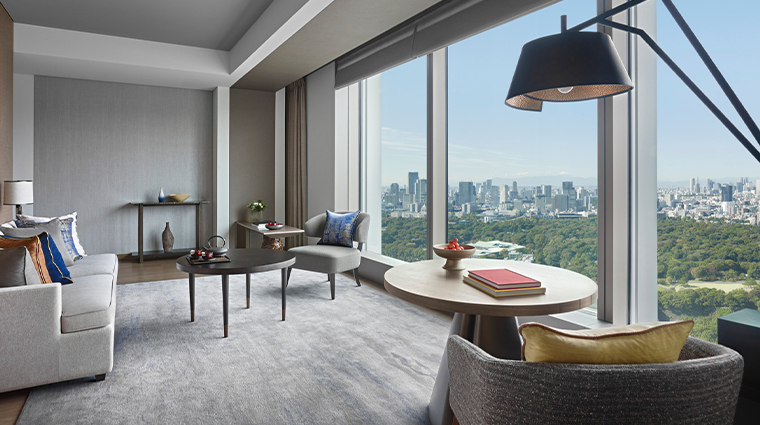 four seasons hotel tokyo at otemachi living room