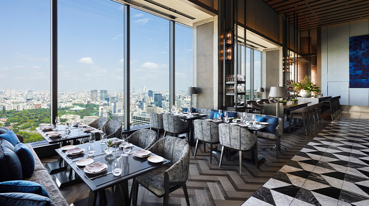 four seasons hotel tokyo at otemachi restaurant view day