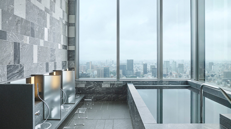 four seasons hotel tokyo at otemachi view