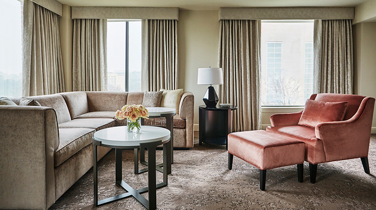 four seasons hotel washington dc capital suite living room