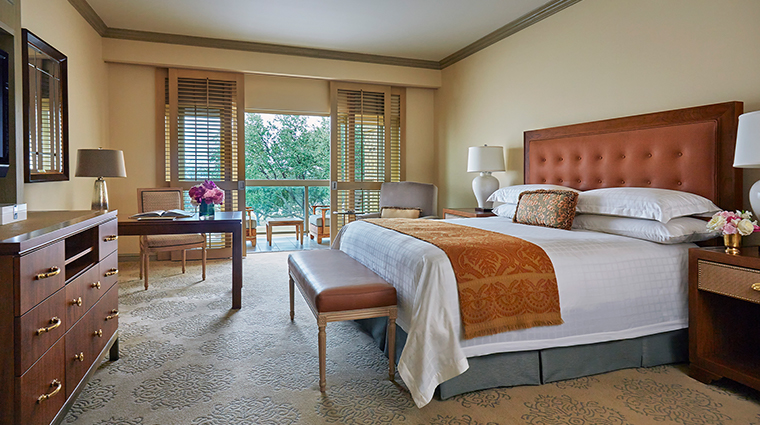four seasons resort and club dallas at las colinas guestroom