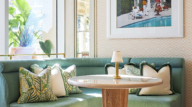 four seasons resort palm beach lounge
