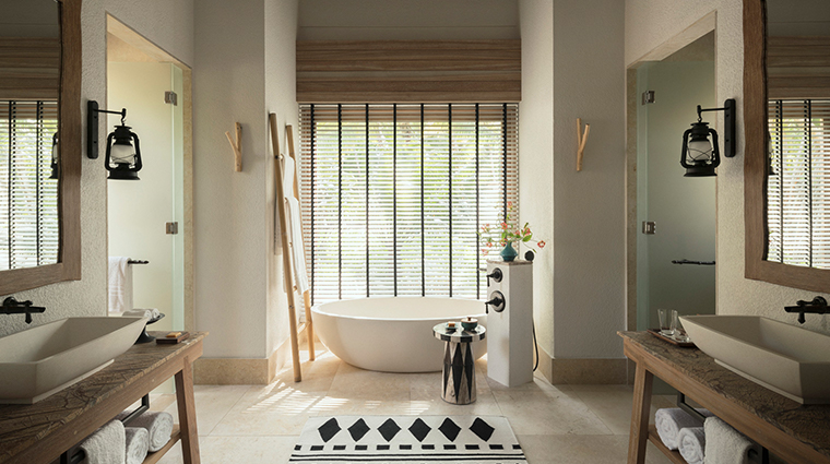 four seasons resort seychelles at desroches island villa bathroom2