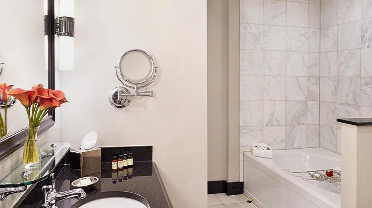 french quarter inn bathroom tub