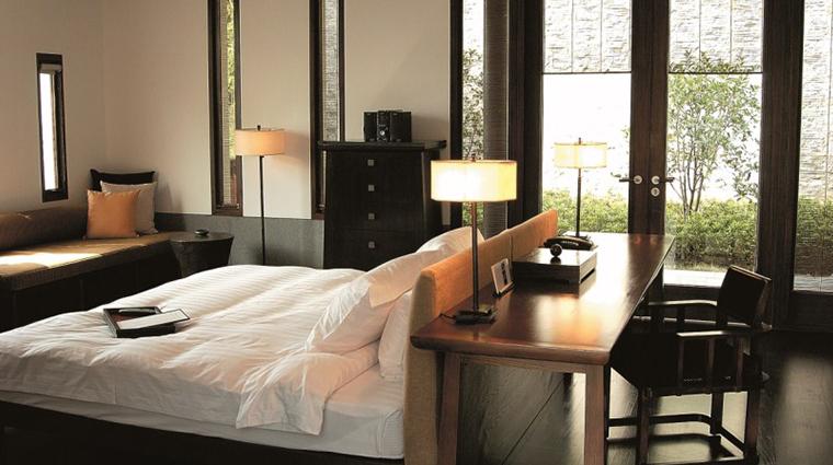 fuchun resort hangzhou villa bedroom