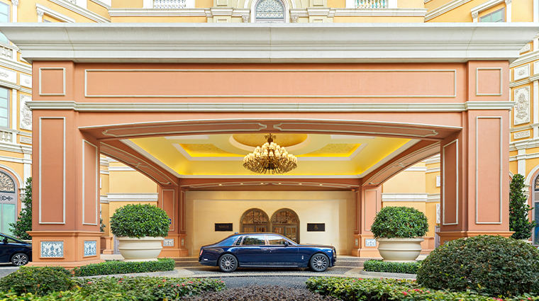 grand suites at four seasons hotel macao cotai strip entrance