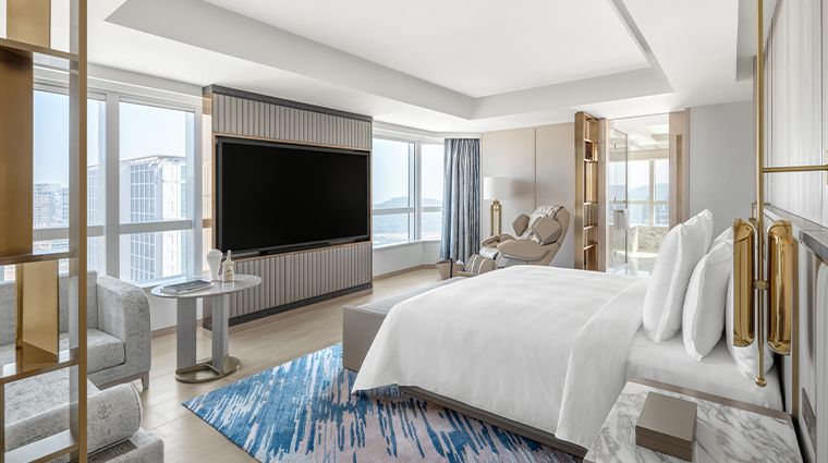grand suites at four seasons hotel macao cotai strip guestroom