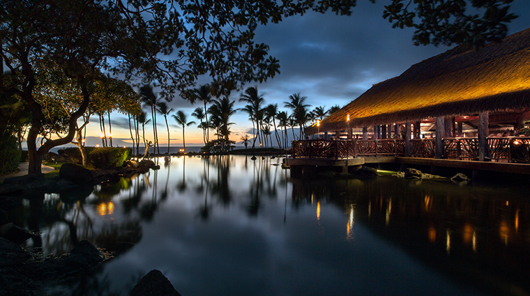 grand wailea a waldorf astoria resort night
