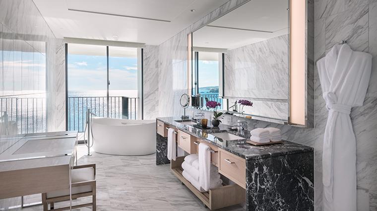 halekulani okinawa Coral Suite Bathroom
