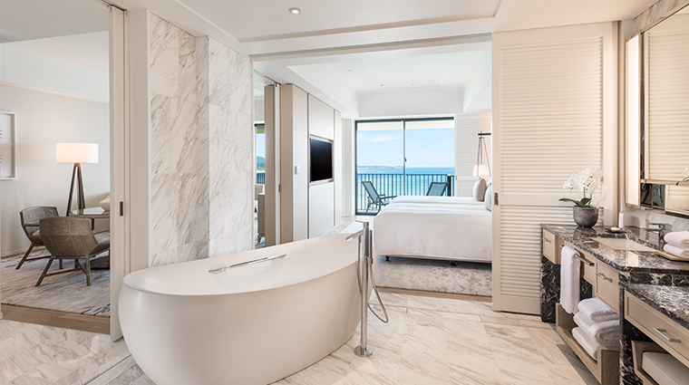 halekulani okinawa Executive Ocean Front Suite Bathroom