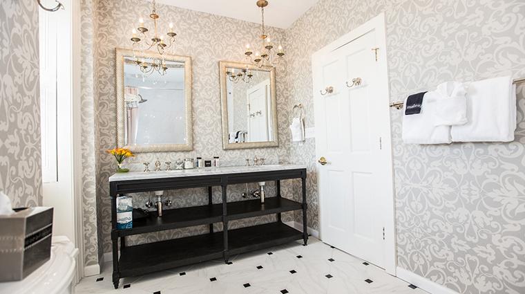 hamilton turner inn Earl of Chatham suite bathroom