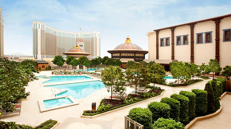 holiday inn macao cotai central pool