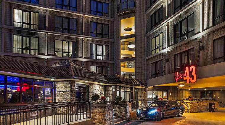 Hotel 43 entry