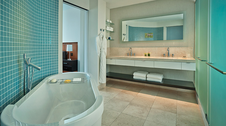 hotel arista bathroom