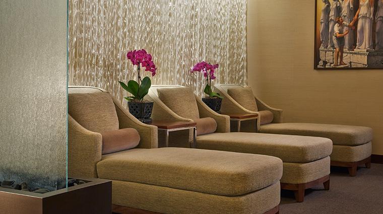 hotel arista loungers