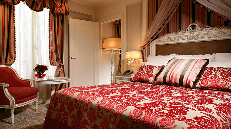 hotel balzac red suite bedroom