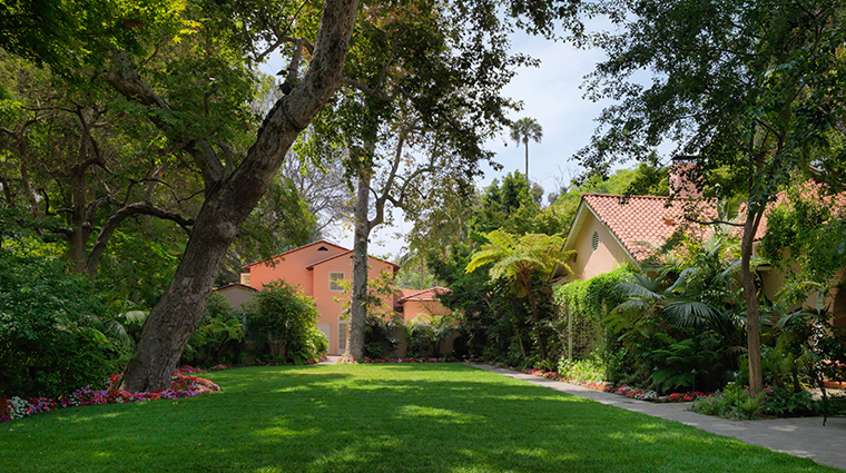 hotel bel air front lawn