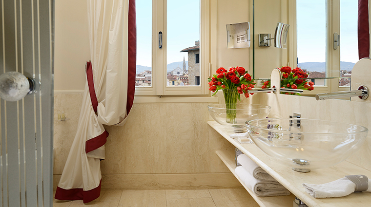 hotel brunelleschi bargello suite bathroom