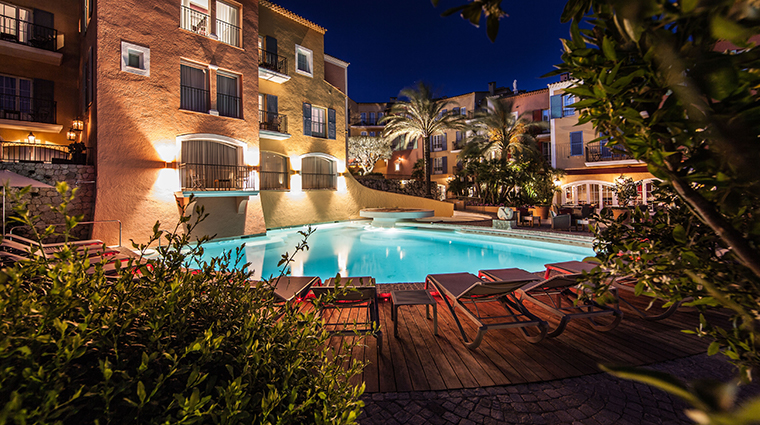 hotel byblos saint tropez new pool night