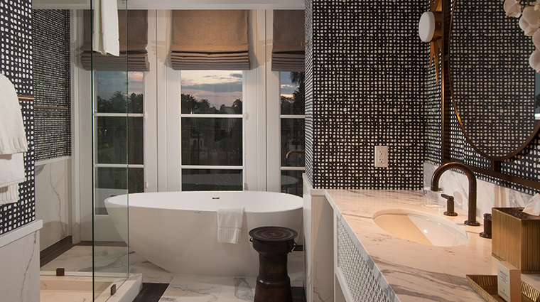hotel californian tangerinn guestroom bath