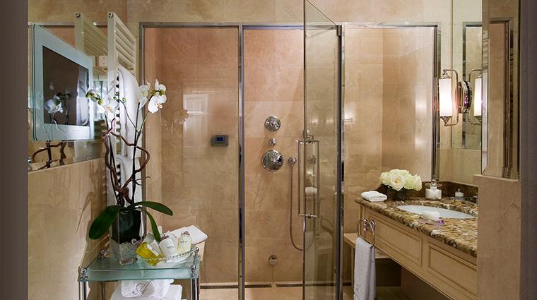 Hotel Angleterre presidential bathroom