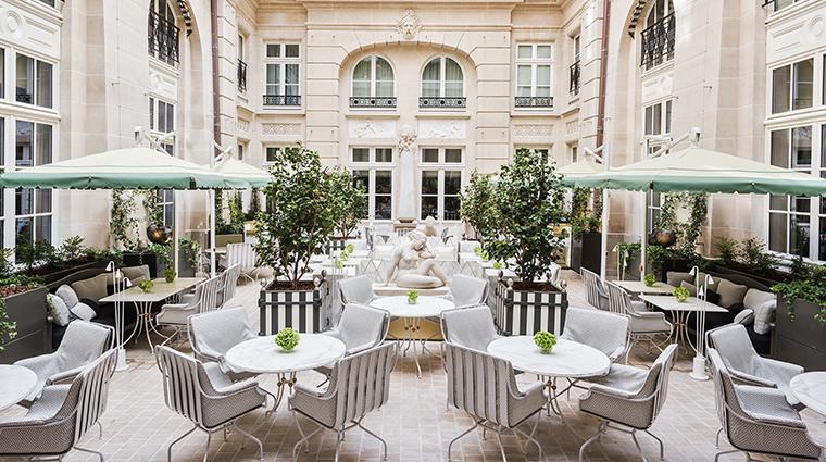 hotel de crillon a rosewood hotel Cour dhonneur