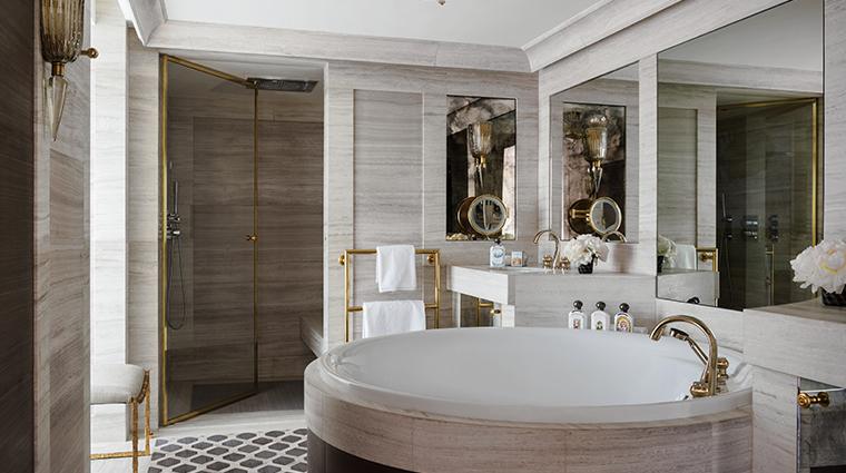 hotel de crillon a rosewood hotel Suite Bernstein bathroom