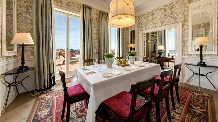 hotel de la ville De La Ville Suite dining