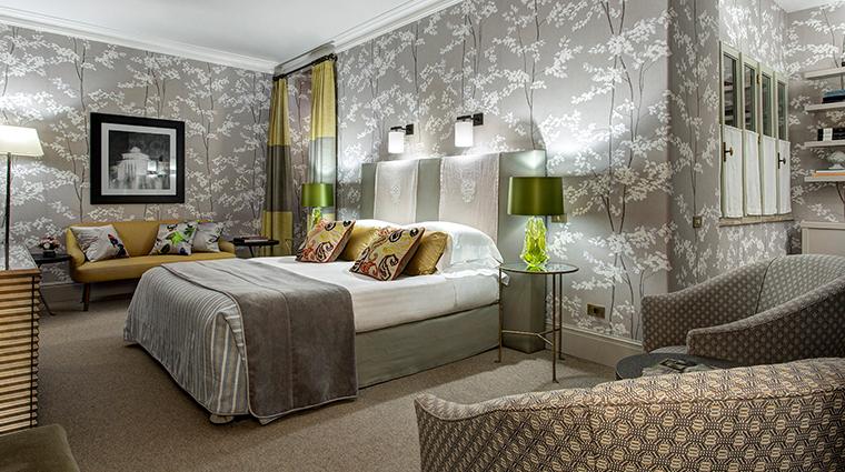 Hotel de Russie deluxe room bed