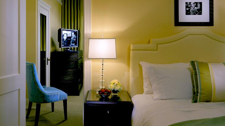 hotel deluxe queen premier suite