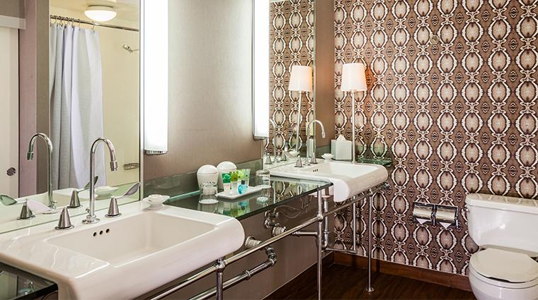 hotel derek junior suite bathroom