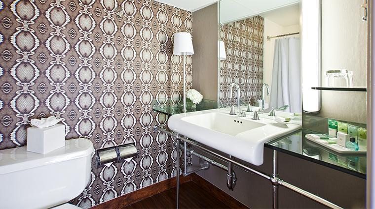 hotel derek sky deluxe bathroom