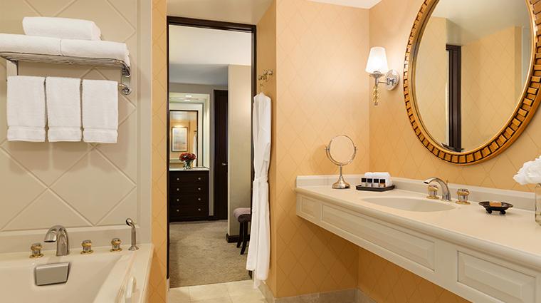 hotel du pont deluxe bathroom