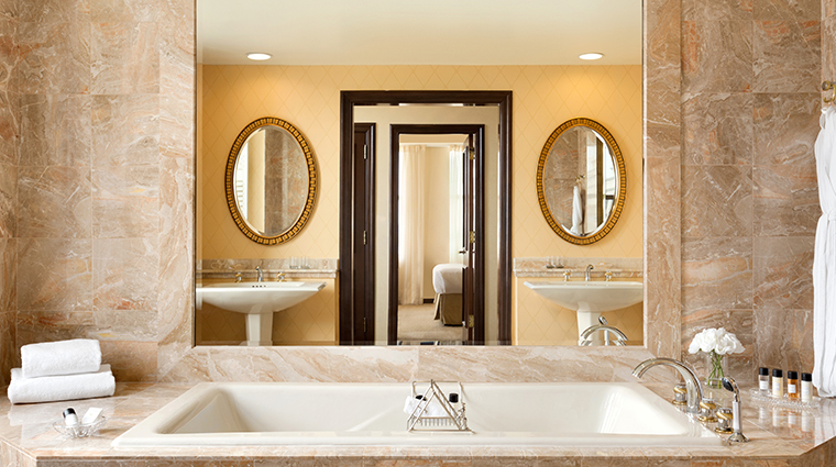 hotel du pont suite bathroom